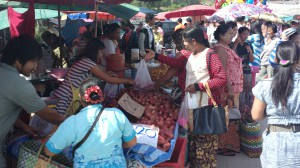 Shoppers at the Dan Sing Khon Border Market